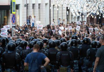 Предстоящие выборы в Мосгордуму ведут к массовым беспорядкам, задержаниям и арестам