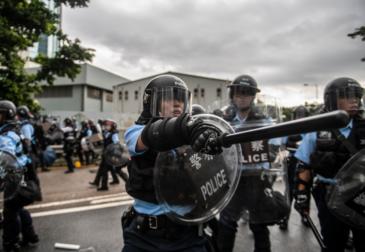 Apple обвинили в помощи протестующим в Гонконге