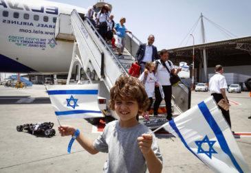 """Закрытие всех посольств и """"туризм беженцев"""": что происходит в Израиле?"""