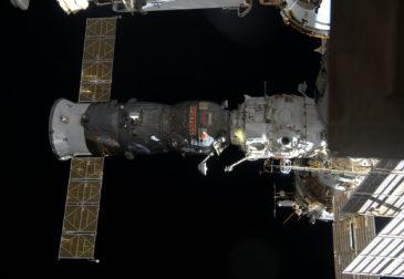Российский корабль «Прогресс» следует за США к МКС