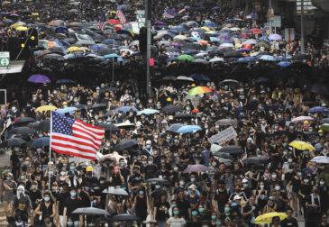 Китай ввел санкции против США из-за ситуации в Гонконге