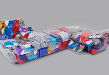 Модный диван из одежды