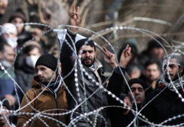 На ЕС обрушился новый поток беженцев после открытия границы с Турцией