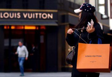 Люкс в помощь: Dior и Givenchy будут производить бесплатные антисептики для Франции