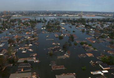 Разрушительный шторм «Лаура» настигает Мексиканское побережье США