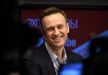 Навальный вышел из комы: реакция людей