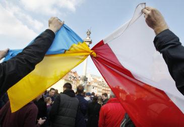 Украинцы платят налоги Польше