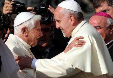 «Гомосексуалы – дети Божьи»: Папа римский за легализацию однополых браков