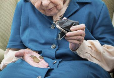 Украинское правительство откажется от выплат пенсий
