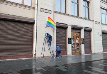 Путина поздравили с Днём Рождения радужными флагами ЛГБТ
