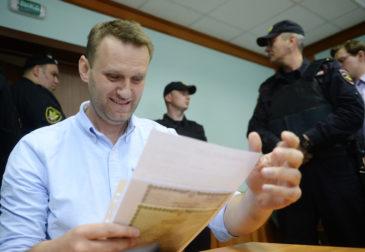 Что вероятнее всего получит Алексей Навальный: Нобелевскую премию или срок