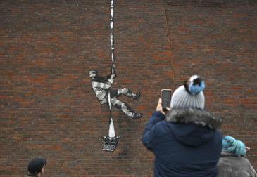 Бэнкси подтвердил свою причастность к граффити на стене тюрьмы