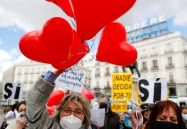 «Право умереть с миром»: в Испании легализовали эвтаназию