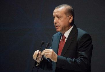 Резкий обвал турецкой валюты: Эрдоган уволил главу Центрального банка