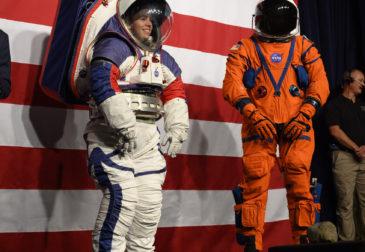 НАСА разработало новые костюмы для лунной миссии Artemis